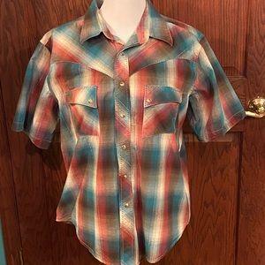 Gently Used Wrangler Shirt Sleeve Shirt Large